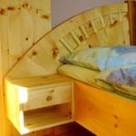 richtig gut schlafen zirbenbett vollholzbett zirbenholzbett zirbenschrank massivholzbett. Black Bedroom Furniture Sets. Home Design Ideas